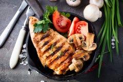 Piec na grillu zdrowe kurczak piersi zdjęcie royalty free
