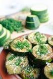 Piec na grillu zucchini z czosnkiem i ziele Obrazy Stock