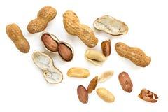 Piec Surowi arachidy w Shell Odgórnym widoku odizolowywającym Obrazy Royalty Free