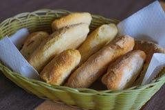 Piec tortillas kłama w koszu Zdjęcie Stock