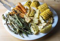 Piec warzywa fasolki szparagowe, marchewki, kukurudza i grule -, obrazy stock
