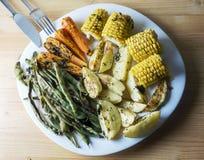 Piec warzywa fasolki szparagowe, marchewki, kukurudza i grule -, obraz royalty free