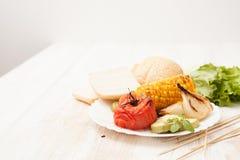 Piec warzywa na grillu piec na grillu na bielu Obrazy Royalty Free