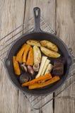 Piec warzywo w obsady żelaza niecce Obraz Stock