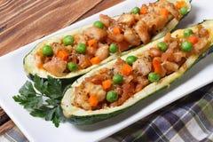 Piec zucchini faszerował z mięsem, warzywami i serem, Obrazy Royalty Free