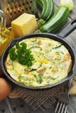 Piec zucchini z kurczakiem i ziele Zdjęcie Royalty Free
