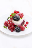 Piece of cake with fresh berries, vertical Royalty Free Stock Photography