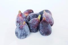 pieces nya frukter för bakgrundsfig vitt purpled frö Arkivbilder