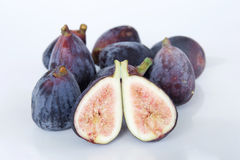 pieces nya frukter för bakgrundsfig vitt purpled frö Arkivfoto