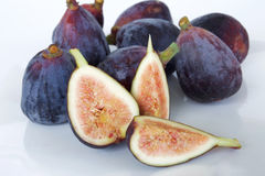 pieces nya frukter för bakgrundsfig vitt purpled frö Arkivbild