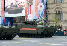 Piechota pojazd bojowy opierający się na wyśledzonym estradowym ` kurganets-25 ` podczas parady na cześć 72nd rocznicę V Fotografia Royalty Free