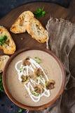 Pieczarkowa kremowa polewka Weganinu jedzenie żywienioniowy menu Odgórny widok fotografia royalty free