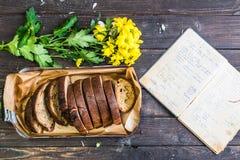 piecze chleb Zdjęcia Royalty Free