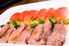 Pieczona wołowina z pomidorami i bulgur Zdjęcia Stock
