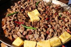 Pieczonej wieprzowiny cięcia kawałki i kawałki polenta obrazy stock