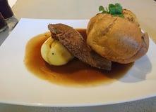 Pieczonej wołowiny gość restauracji na Niedzieli fotografia stock
