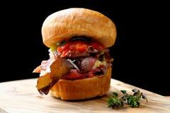 Pieczonej wołowiny smakosza hamburger Fotografia Royalty Free