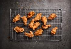 Pieczony kurczak na ciemnym tle Obraz Stock