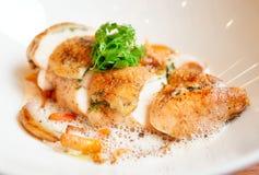Pieczony kurczak pierś z dzieci warzywami Obraz Royalty Free