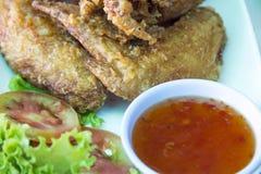 Pieczony kurczak z rybim kumberlandem na nowożytnym talerzu zdjęcie stock