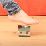 Pied épuisant la maison Image libre de droits