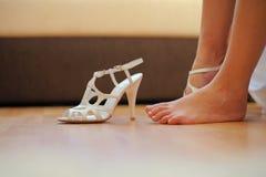 Pied aux pieds nus de mariée Images stock