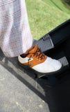 Piede del giocatore di golf del primo piano Fotografie Stock
