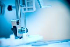 Piede della macchina per cucire.   immagini stock
