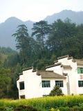 Piede della villa della montagna Fotografia Stock