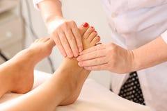 Piede-massaggio Fotografia Stock