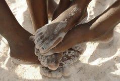 Piedi africani nella sabbia Fotografia Stock Libera da Diritti