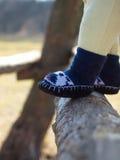 Piedi dei bambini in calzini Immagine Stock