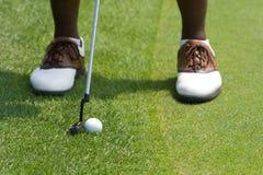 Piedi dei giocatori di golf Immagini Stock