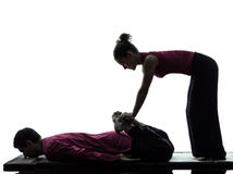 Piedi dei piedini di siluetta tailandese di massaggio Immagine Stock