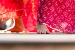Piedi del ballerino femminile indiano Fotografia Stock
