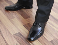 Piedi dell'uomo in pattini neri Immagine Stock Libera da Diritti