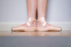 Piedi della ballerina fotografie stock libere da diritti