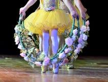 Piedi della ballerina s che ballano su Pointe Immagini Stock