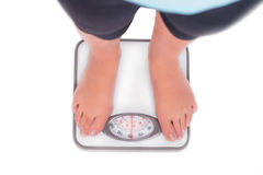 Piedi della scala e della donna del peso su esso Fotografia Stock