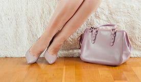 Piedi delle scarpe della borsa di colore della polvere Fotografia Stock