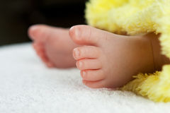 Piedi di Babyâs fotografie stock libere da diritti