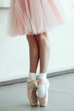 Piedi di balletto della bambina Fotografie Stock