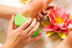 Piedi di massaggio Fotografia Stock Libera da Diritti