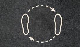 Piedi e frecce La camminata è in un cerchio Fotografie Stock Libere da Diritti