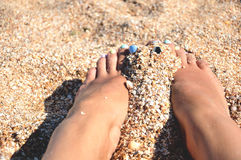 Piedi insabbiati sulla spiaggia Fotografia Stock