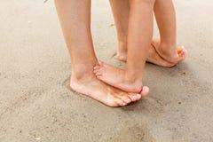 Piedi nella sabbia Immagini Stock