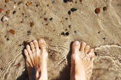 A piedi nudi nel mare Immagine Stock Libera da Diritti