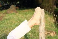Piedi nudi pendenti Fotografie Stock