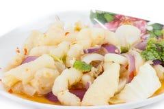 Piedi piccanti di insalata di pollo su fondo bianco fotografia stock libera da diritti