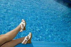 Piedi in sandalo della spiaggia Immagini Stock